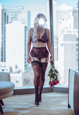 Brunissende incall escort & meet for sex